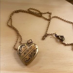 """Jewelry - Antique gold filled heart locket and chain 21"""""""